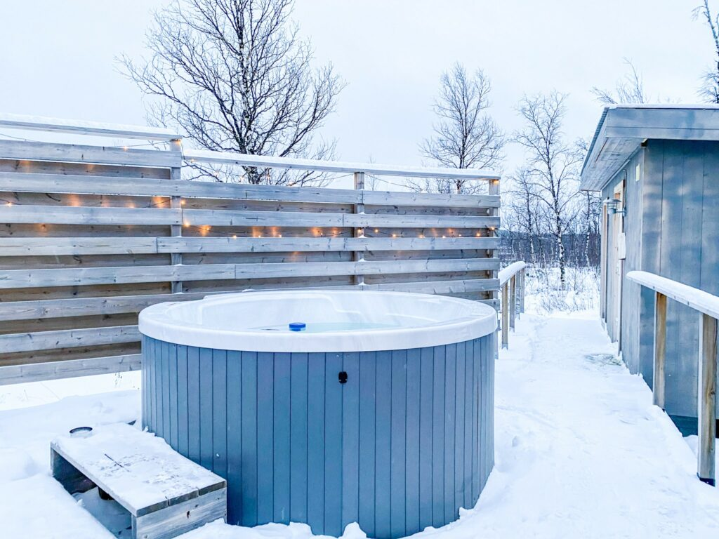 The Jacuzzi of the Arctic Gourmet Cabins